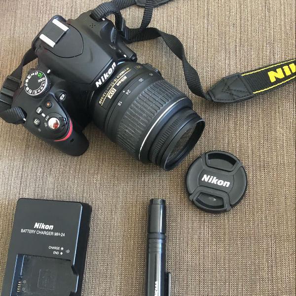 Nikon 3200 seminova com acessórios originais e bolsa anti