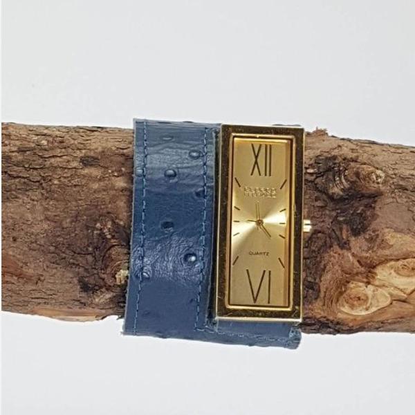 Relógio bracelete em couro azul