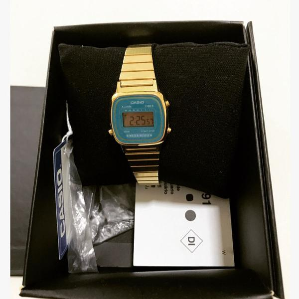 Relógio cássio dourado