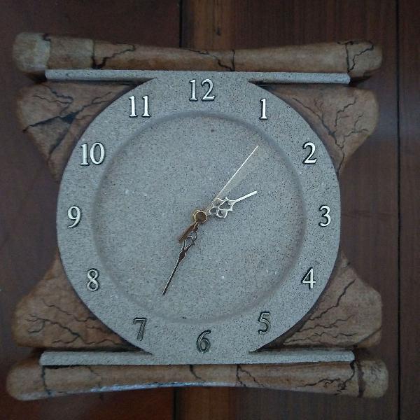 Relógio de parede estilo madeira