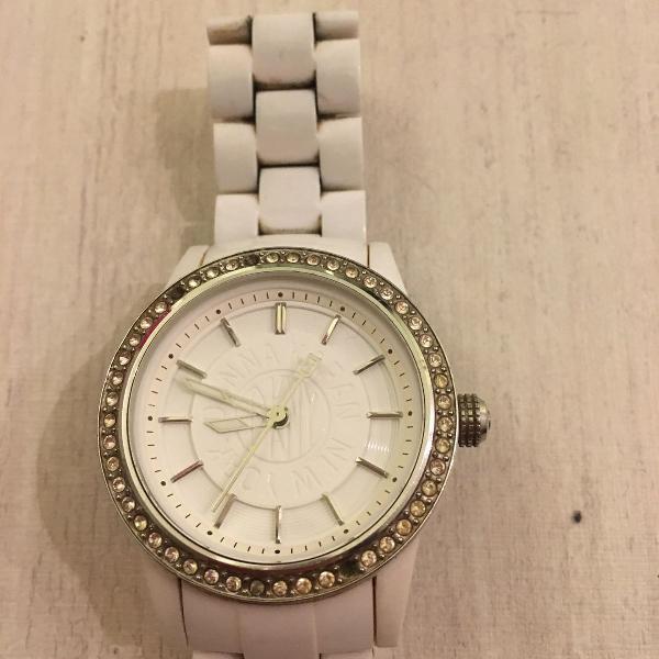 Relógio dkny branco com zircônias