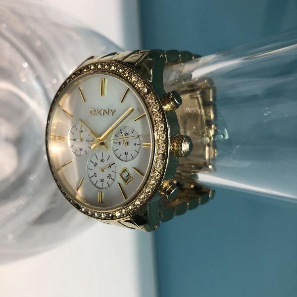 Relógio dkny feminino dourado com pedras caixa e pulseira