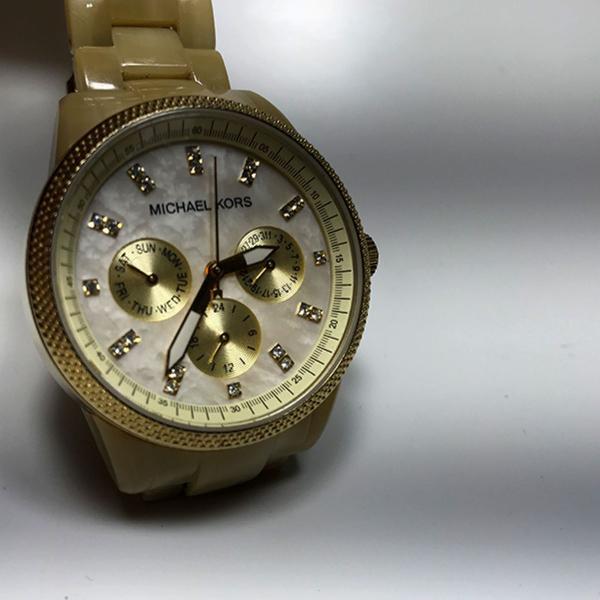 Relógio feminino dourado michael kors