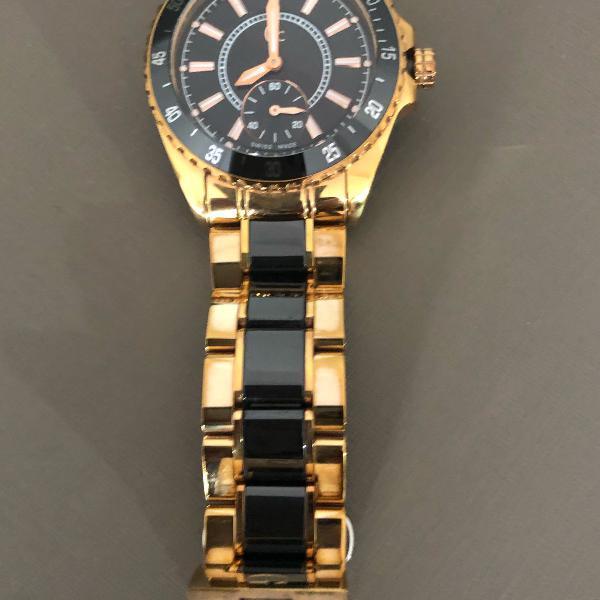 Relógio guess original. metal. preto e dourado.