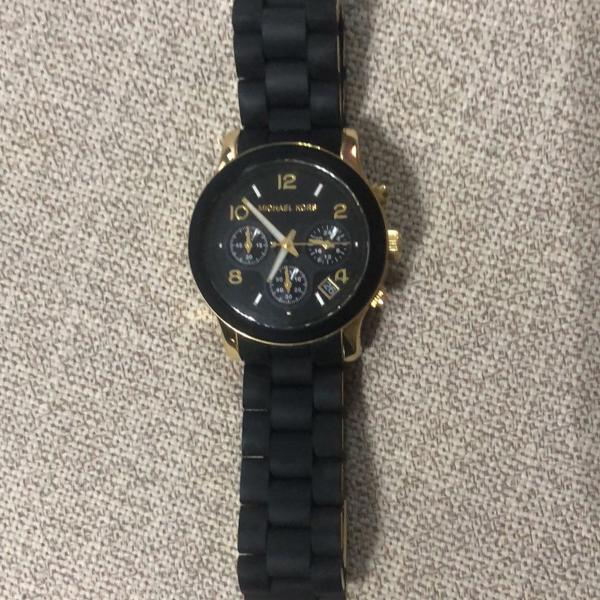 Relógio michael kors preto com dourado