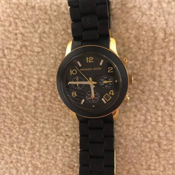 Relógio michael kors preto, pulseira de borracha