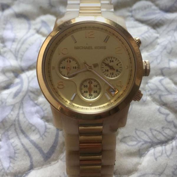 Relógio mk madrepérola dourado