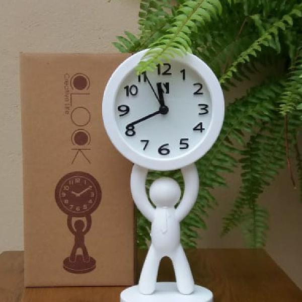 Relógio moderno