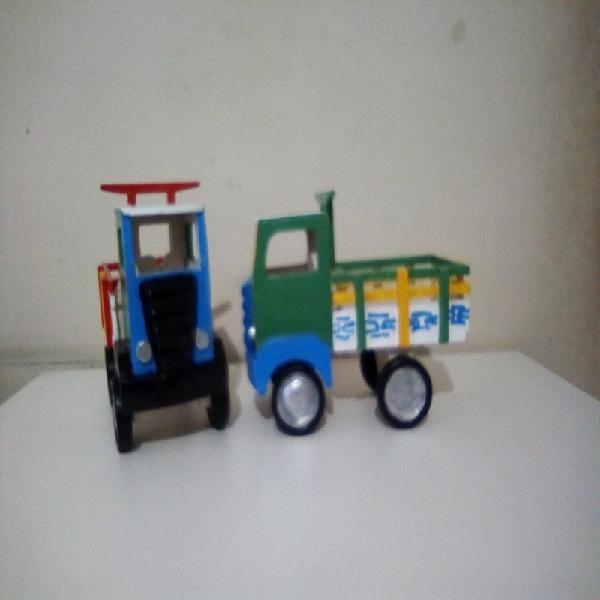 Caminhõezinhos de madeira (baú e carroceria)