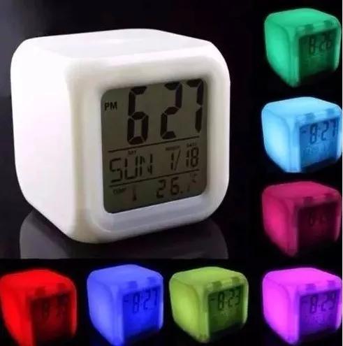Relógio despertador digital cubo led muda de cor