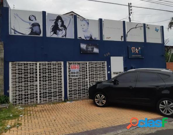 Aluga-se excelente casa residencial o comercial com 4 quartos no Vieralves Manaus-AM