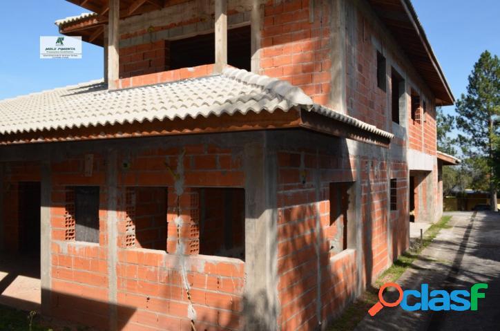Casa a venda no bairro patrimonio do carmo em são roque - sp. 3 banheiros, 4 dormitórios, 2 suítes, 3 vagas na garagem, 1 cozinha, closet, área de s