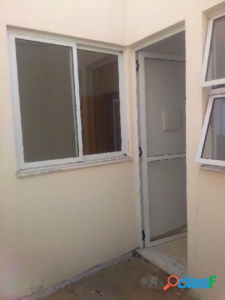 Casa entrada Independente de 02 quartos, 01 vaga, bairro Nacional 2