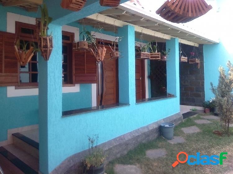 Casa linear, 03 quartos, 05 vagas, bairro alípio de melo