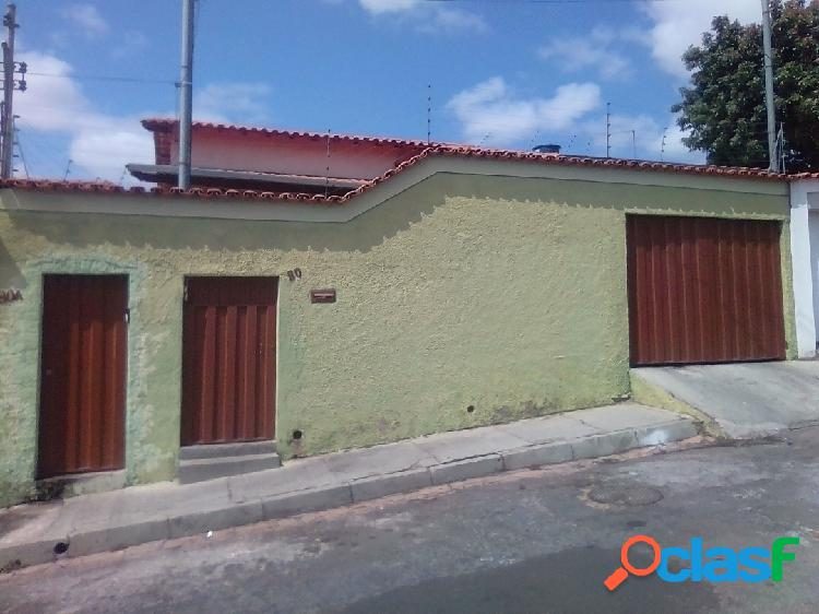 Casa linear de 4 quartos, 01 vaga, no bairro alípio de melo / bh