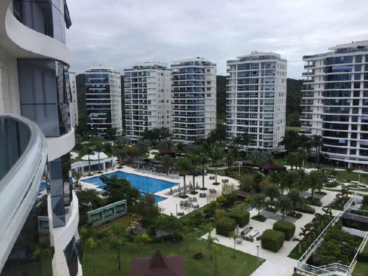Apartamento com 4 quartos para alugar, 180 m² por r$