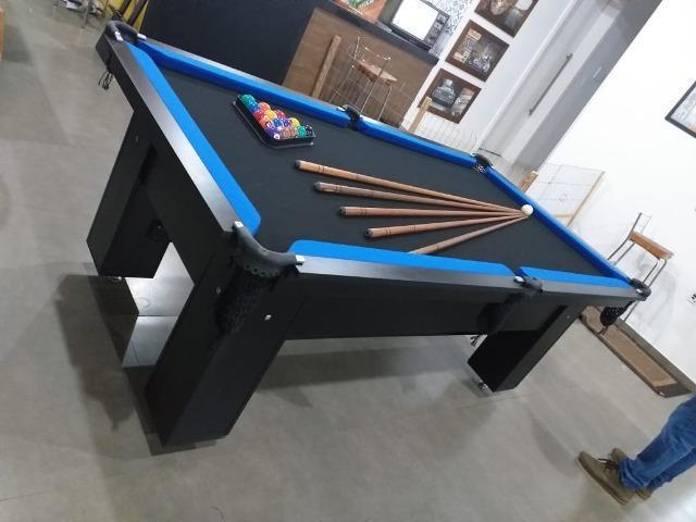 Mesa charme 2,20 x 1,20 cor preta tecido preto e borda azul