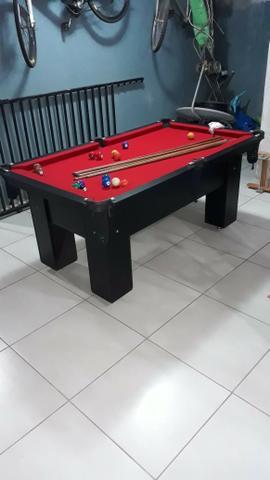 Mesa charme 4 pés laterais cor preta tecido vermelho mod.