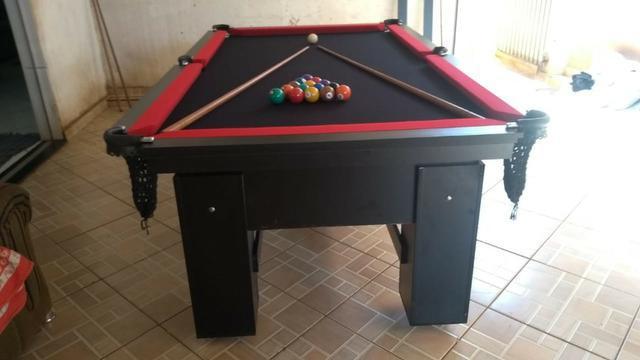 Mesa charme de 4 pés cor preta tecido preto e borda