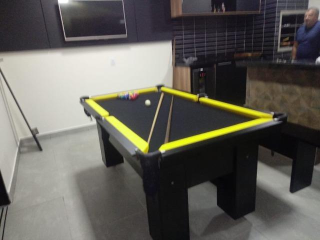 Mesa charme de redes cor preta tecido preto e borda amarela