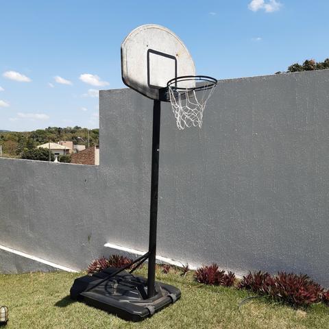 Tabela de basquete com suporte