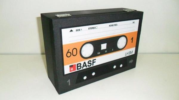Caixa decorativa com tema retrô - Fita Cassete BASF