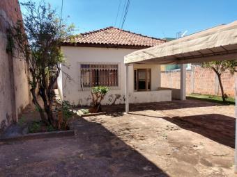 Casa com terreno 636m² próximo shopping norte sul