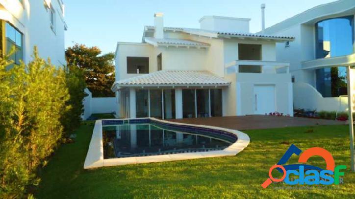 Linda casa à venda de alto padrão!!! excelente localização em jurerê internacional - florianópolis - norte da ilha