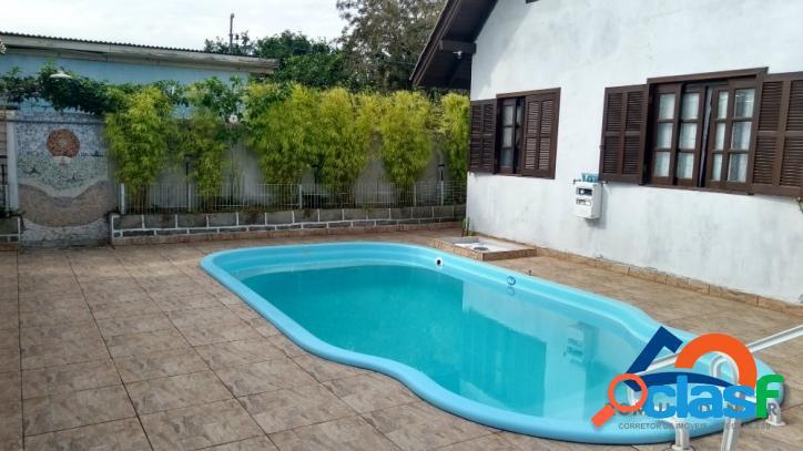 Casa a venda com quatro suítes. excelente localização. usada como hostel. florianópolis rio vermelho norte da ilha linda praia do moçambique.