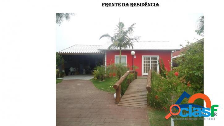 Casa a venda com escritura aceita financiamento.florianópolis rio vermelho norte da ilha praia do moçambique.