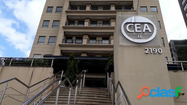 Ampla sala comercial no centro empresarial araguaia ii em alphaville