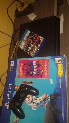 PS4 Slim HD de 1 TB com dois jogos e com nota fiscal troco