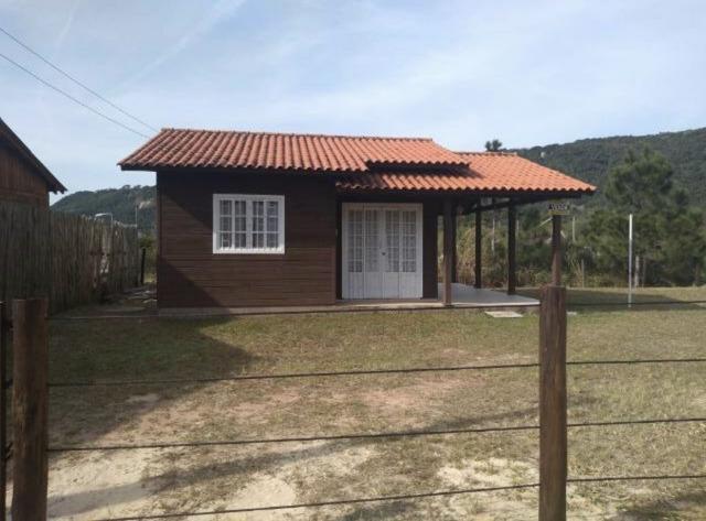 Casa linda na guarda do embaú