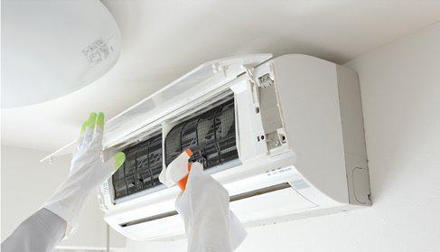 Técnico de refrigeração manutenção e instalação no