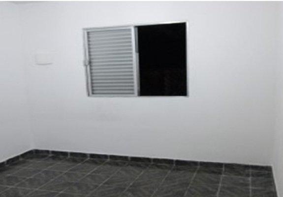Aluga-se casa térrea - zona sul - 3 cômodos