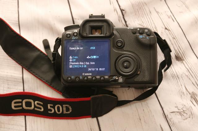 Corpo de câmera fotografica profissional eos canon 50d