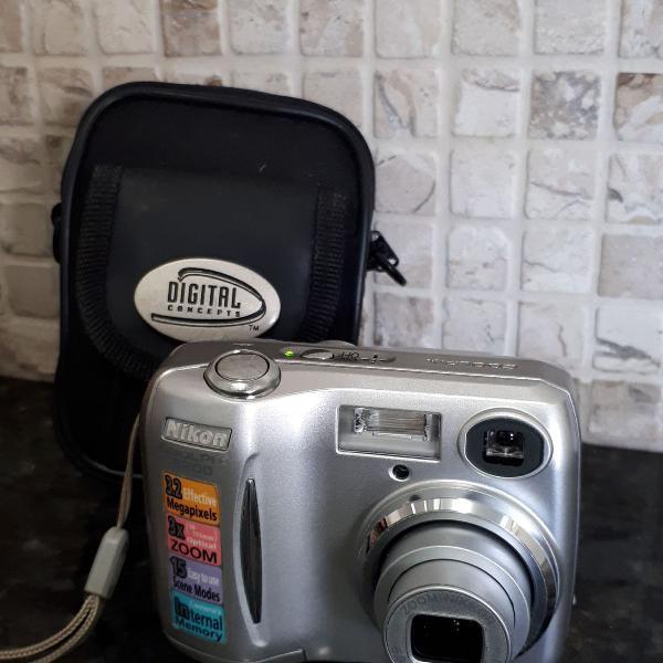 Máquina fotográfica nikon coolpix e3200