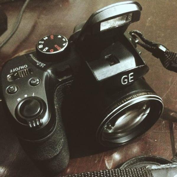 Camera semi profissional - ge