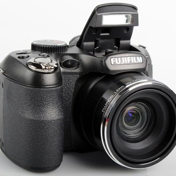 Câmera digital fujifilm finepix s2950