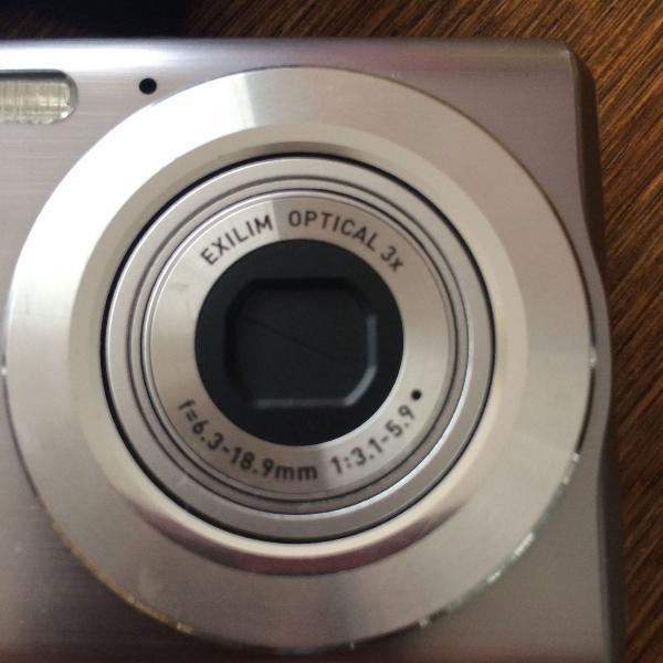 Máquina fotográfica casio exilim 7.2 megapixels