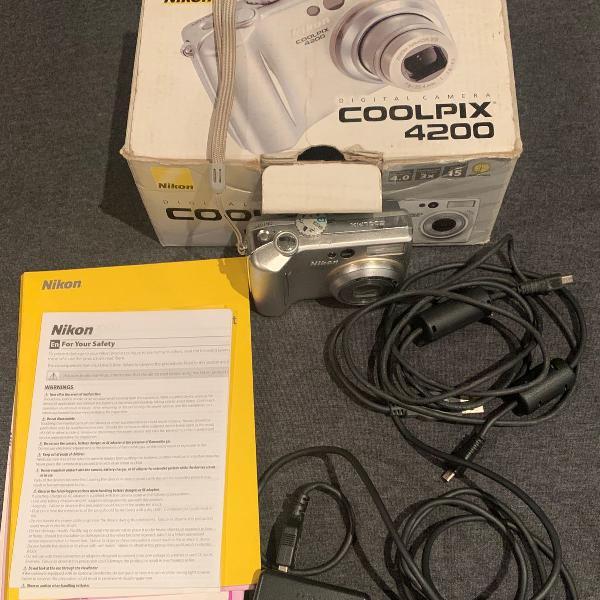 Máquina fotográfica nikon coolpix 4200