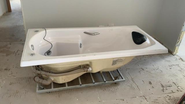 Banheira individual com hidromassagem: nunca foi usada !!!