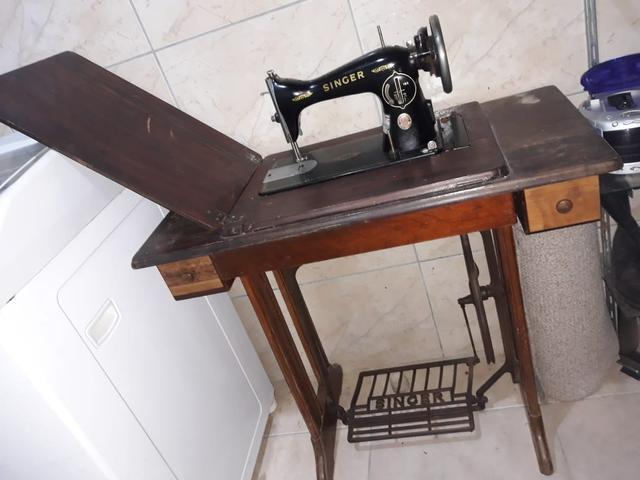 Vendo máquina de costura singer de ferro com pé