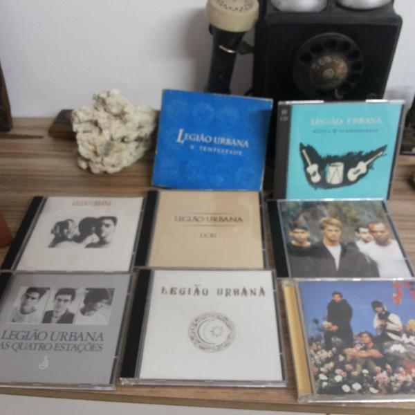 """Box (lata) legião urbana """"1995"""" com 1 livro e 8 cd's"""