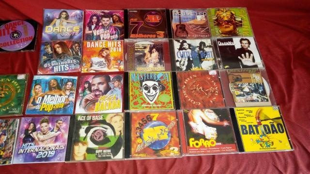 Cds original dence music usados leva 25 por 50 reais