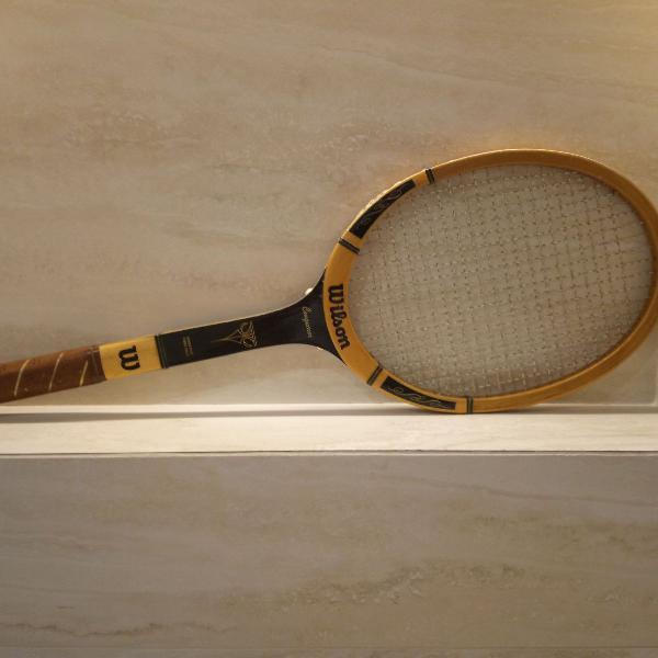 Raquete de tenis wilson conqueror em madeira de 1981