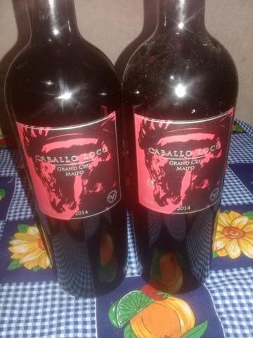 Vende se dois vinhos cabollo loco adesão de duas uvas