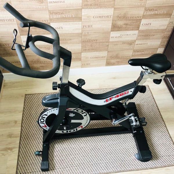 Bicicleta spinning lf 480 pro lion fitness semi nova