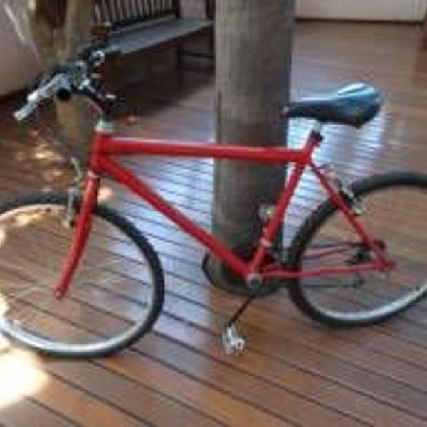 Bicicleta vermelha aro 26