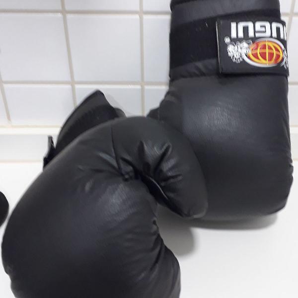Luva de boxe com faixas